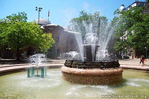 Belle fontaine dans le centre de Sofia